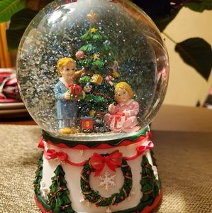 Christmas musical water globe